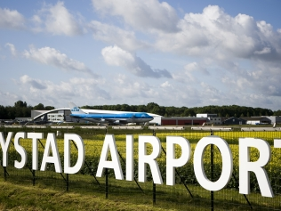 lelystad-airport-luchthaven-taxi