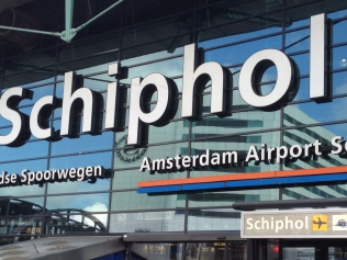 schiphol-airport-luchthaven-taxi